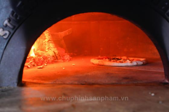 Bánh Pizza ngon khi nướng bằng lò than
