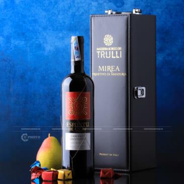Chụp hình sản phẩm chai rượu vang